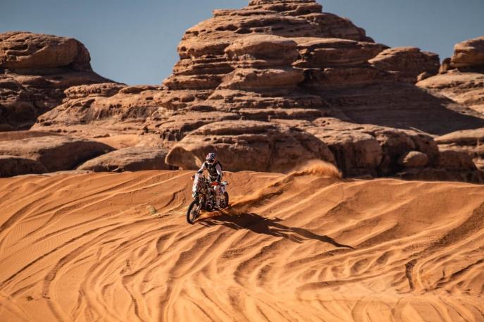 Paranaense de 61 anos é o único brasileiro entre as motos do Rally Dakar